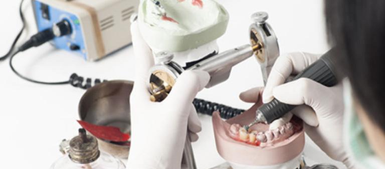 ベテラン歯科技工士と連携した入れ歯治療