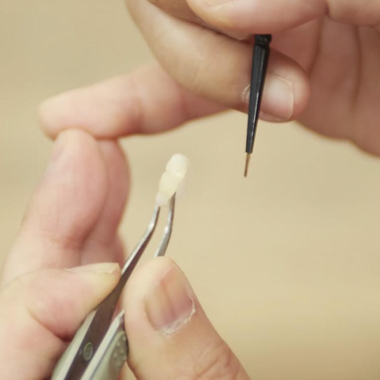 入れ歯ひとつひとつを手作業で製作し、最高の補綴物に仕上げます。