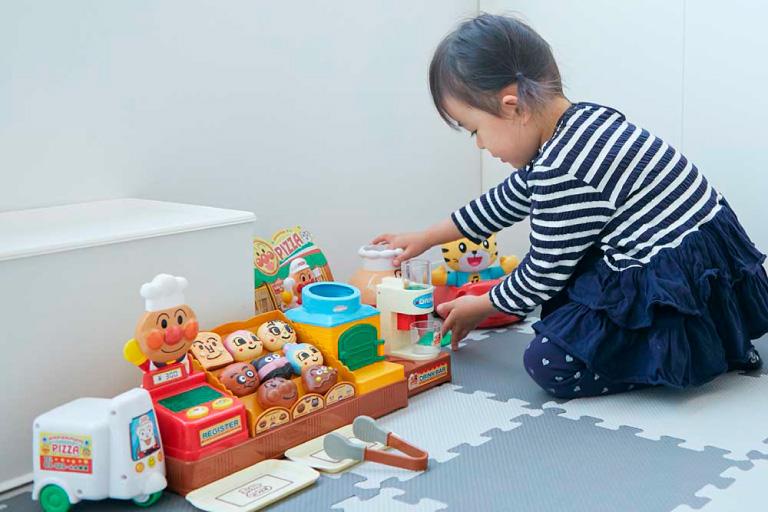 おもちゃや絵本がたくさんあります